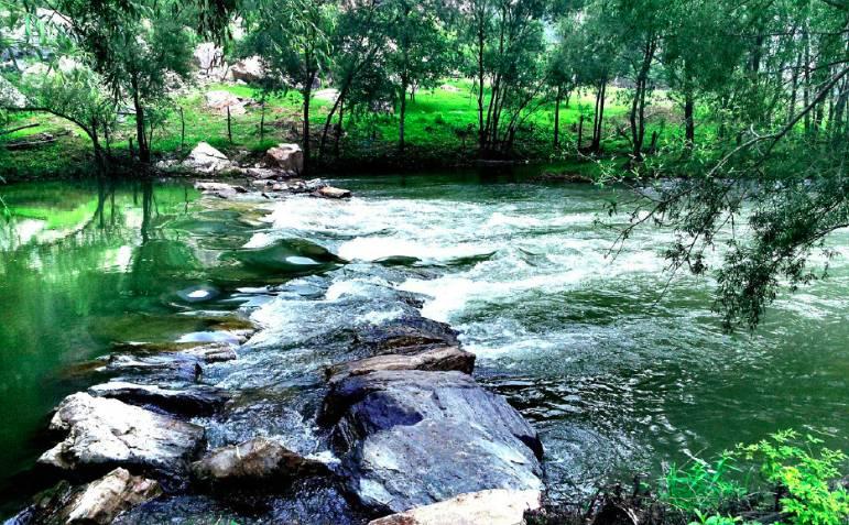 票友俱乐部 旅游推荐  捧河湾风景区坐落白河大峡谷中,又名白云峡风景