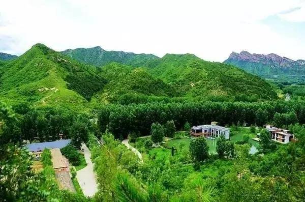 仙居谷作为一个自然风景区,景区不算大,却有山有水有大坝;山是这里的